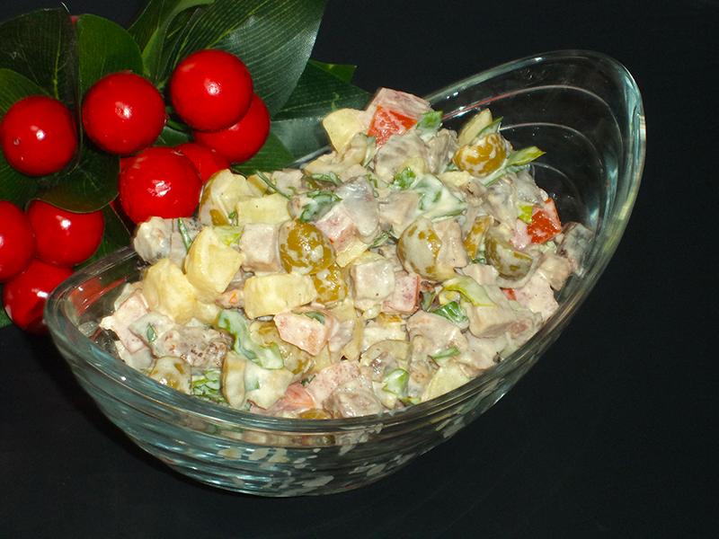 Салат с отварным мясом, оливками и помидорами «Песня пастуха»