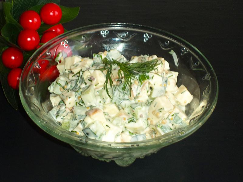 Салат «Копеечка» с копченым сыром