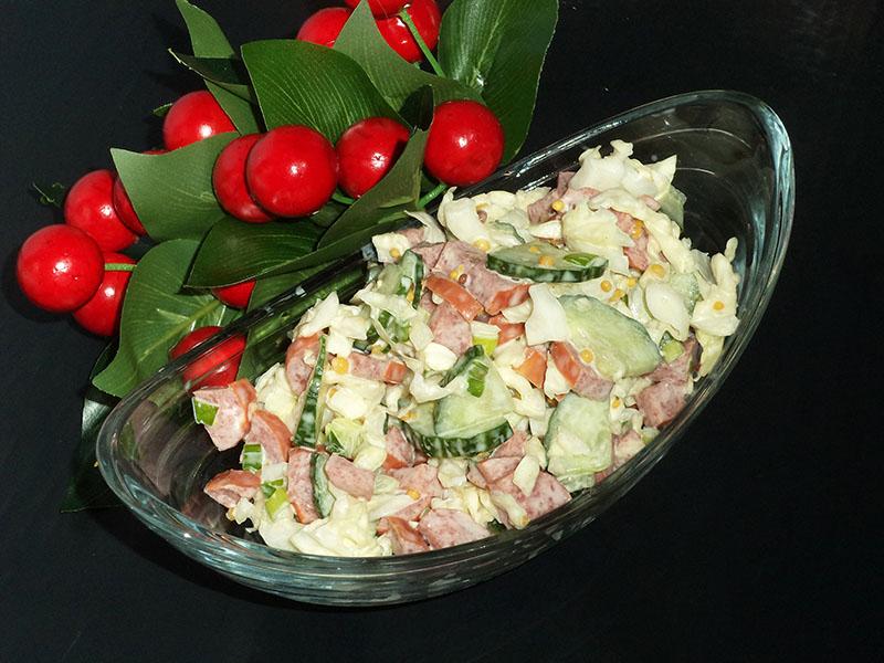 Салат с охотничьими колбасками – вкусный салат на скорую руку